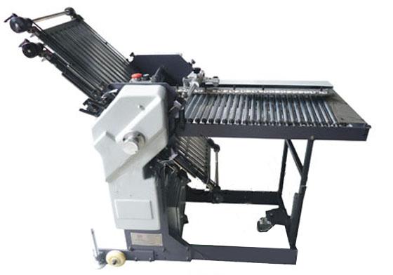 汕头自动折纸机依然在努力!