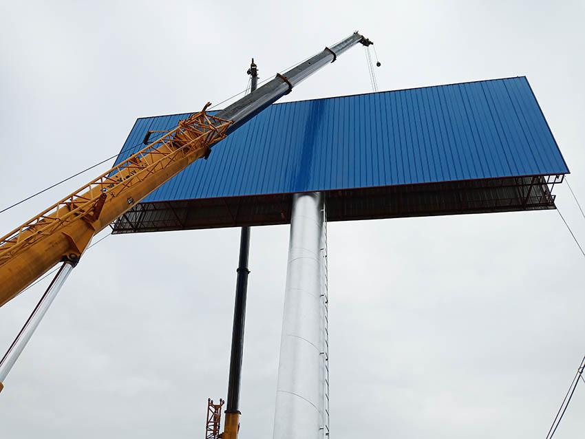 双滦擎天柱广告塔安装公司--恒科钢构