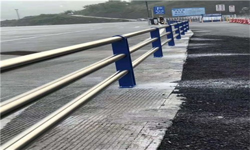 泉州不锈钢复合管道路防撞护栏大量加工