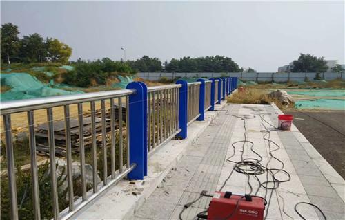 荆州无缝管喷塑景观道路护栏生产厂家出厂价